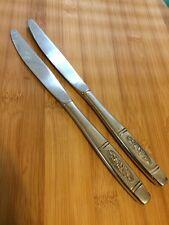 """Oneida Deluxe Stainless Glossy ROSE PENDANT 2 HOLLOW DINNER KNIVES 9 1/8"""""""