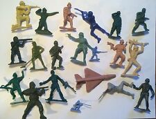 RARE VINTAGE ARMY MILITARY MEN GREEN TOY SET PREMIUM RUBBER PVC CEREAL GUMBALL