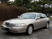 Lincoln: Town Car Signature 2ND-OWNER! FULLY LOADED!