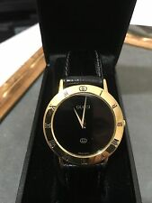 *GUCCI* 3001M 'BLACK' DIAL ROMAN NUMBERS 18K YGP MAN'S SWISS WATCH *EXCELLENT*!!