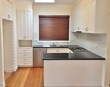 Beautiful and complete kitchen - good condition with Blanco appliances