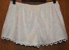 Womens Comfy Ivory Vanity Crochet Lace Shorts Size Large NWT NEW