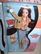 MY SCENE 2002 CHELSEA GIFT SET WITH EXTRA FASHION , DOLL STAND MINT NRFB