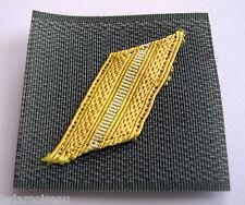 MILITARIA: Galon militaire de poitrine grade de SERGENT en bon état.