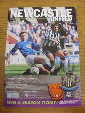 15/05/2001 Newcastle United V Arsenal (acqua leggermente danneggiato angolo). condizioni: