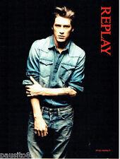 PUBLICITE ADVERTISING 066  2011  les chemises jeans homme Replay pret à porter