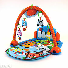 Baby jouent Mat musical kick to play piano lumières & sons activité playmat