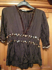 MNG PRETTY SHORT SLEEVED BROWN TOP WITH BUTTON & VELVET DECORATION MEDIUM