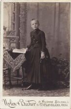 CABINET CARD PORTRAIT OF BEAUTIFUL YOUNG GIRL W/ GLOVES   BOOKS - CLEVELAND, OH
