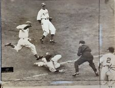1940 CARL HUBBEL NY GIANT HALL OF FAMER VS. CINCINATTI WIRE PHOTO 8 X 10