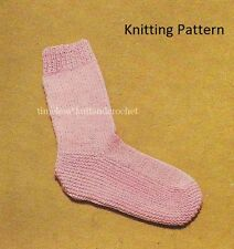 VINTAGE KNITTING PATTERN FOR WARM & COSY BED SOCKS IN DK - worked on 2 needles