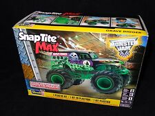 REVELL SNAP-TITE MAX GRAVE DIGGER MONSTER TRUCK MODEL KIT 1/25 SCALE