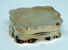 vintage 1957 Birmingham hallmarked sterling silver scalloped edge snuff box