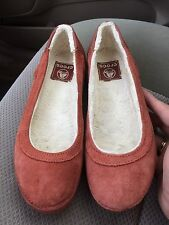 Women's Crocs Berryessa rust suede fur-lined slip-on ballet flats size 6 EUC