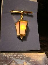 NOS Thomas Kinkade Avon Home For The Holidays Light Up Lantern Pin Brooch 2002