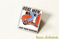 "VESPA Pin / Anstecker ""Real men kick their scooters!"" - V50 PK PX GL GS Roller"