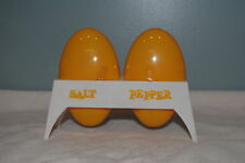 VINTAGE COLLECTABLE PAIR PLASTIC EGGS SALT OR PEPPER SHAKERS