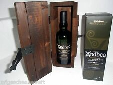 Ardbeg TEN The Ultimate Islay Single Malt Scotch Whisky in rustikaler Holztruhe