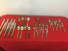 1847 Rogers Bros IS Daffodil Flatware Service for 8 (34 pieces) with Chest