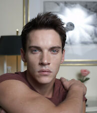 Jonathan Rhys-Meyers UNSIGNED photo - D1954 - SEXY!!!!!