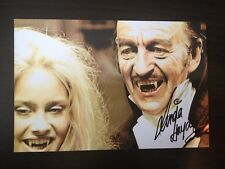 LINDA HAYDEN - DRACULA HORROR FILM ACTRESS - SUPERB SIGNED COLOUR PHOTO