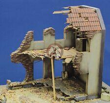 Royal Model 1/35 Internal House Ruin Section [Plaster Diorama Model kit] 014