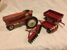 VINTAGE TRU-SCALE TRACTOR T-401 DIE CAST & STEEL USA WITH ERTL ATTACHMENTS