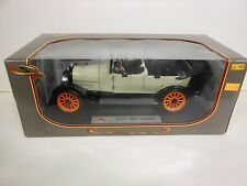 Signature Models 1917 REO Touring White (Die-cast - 1:18 Scale)