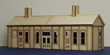 Early 20th century country railway station - LCC B 00-00