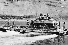 WW2 - Photo - Ponton amphibie américain sur le Rhin début 1945