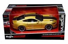 MAISTO 1:24 W/B CLASSIC MUSCLE - 2015 FORD MUSTANG GT WITH BLACK STRIPES