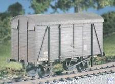 591 Ratio OO/HO SR 12 ton Uneven Planked Vent. Box Van (M/W)