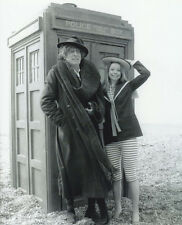 Tom Baker and Lalla Ward UNSIGNED photo - H94 - Doctor Who
