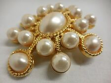 Beautiful Joan Rivers brooch pearlesque on goldtone back large jewellery 6 x 5cm
