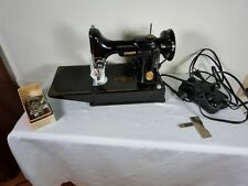 SINGER FEATHERWEIGHT 221 SEWING MACHINE 1948 GREAT CONDITION w/CASE & 5 ATTACHME