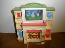 Fisher Price Loving Family Grand TV Entertainment Center Fireplace Lights/Sound