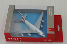 Geniune Emirates Airbus A380 Toy Die cast Metal Plane 1:500 Daron RT9904