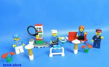 LEGO® City großes Figuren Set mit Tankstelle Bank mit Blumen und Lampe