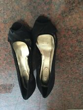 STUNNING LADIES BLACK LACY DEBUT SHOES/ SIZE 8/GOOD USED  CONDITION