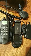 EF JOHNSON ASCEND ES 5100 RADIO WITH CHARGER BATTERY AND MIC 800 MHz Band P25