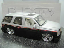 JADA 1/18 DUB CITY CADILLAC ESCALADE/ SPINNER WHEELS LOWRIDER