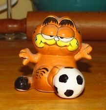 "Vintage Enesco GARFIELD PLAYING SOCCER FIGURINE - ""He Shoots, He Scores"""