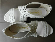 HUSH PUPPIES Sandals Womens 9 White Wrap Ankle Back Zipper Pierced Leather NWOB
