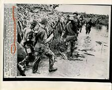 SEARCHING FOR THE ENEMY &  ORIGINAL ca 1968 VIETNAM WAR PRESS PHOTO
