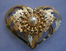 Z56) RETRO WEDDING GOLD TON METAL PRESSED METAL FAUX PEARL HEART BROOCH