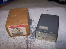 NEW HONEYWELL R882F 1038 SWITCHING RELAY 24 VOLT 2-WIRE