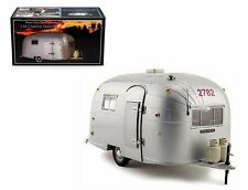 MOTOR CITY CLASSICS 1:18 AIRSTREAM ALUMINUM CAMPER TRAILER 88101