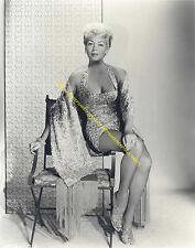 ACTRESS LANA TURNER CLEAVAGE LEGGY IN A SHORT DRESS AND SANDALS PHOTO A-LT2