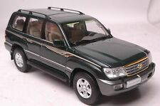 Toyota Land Cruiser LC100 SUV model in scale 1:18 green
