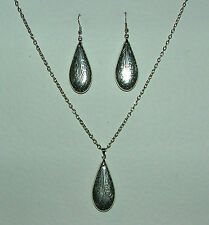LONG ELEGANT PATTERNED TEARDROP DARK SILVER PLATED PENDANT AND EARRINGS SET